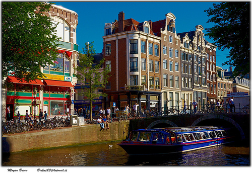 Amsterdam canal near the Dam, Flickr, Moyan_Brenn