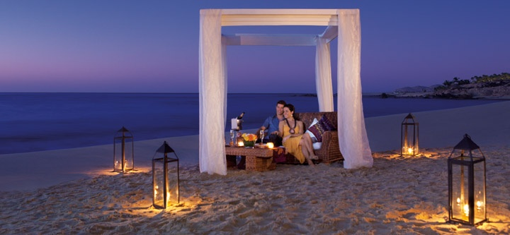 Dining on the beach, Secrets Marquis Los Cabos